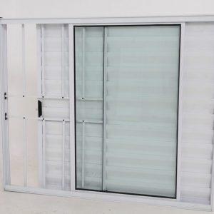 Janela Veneziana de Alumínio Branco de 3 folhas com Grade